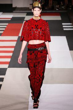 ALEXANDER McQEEN - LE DÉFILÉ PRINTEMPS-ÉTÉ 2014 – FASHION WEEK DE PARIS http://fashionblogofmedoki.blogspot.be