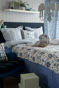 Blue country style bedroom with a lush mix of patterns. Blue Rooms, Blue Bedroom, Blue Bedding, White Cottage, Cottage Style, Rose Cottage, Country Blue, Country Charm, Country Style