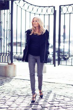 patterned jeans + black t + black jacket + heels