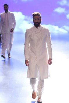 Anita Dongre at Lakmé Fashion Week summer/resort 2016 Indian Men Fashion, Mens Fashion Wear, Suit Fashion, Ethnic Fashion, Mens Traditional Wear, Indian Groom Wear, Indian Wear, Mens Kurta Designs, Anita Dongre