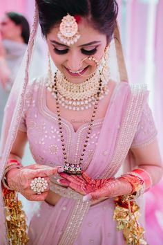 Indian bridal photography poses makeup new Ideas Indian Bridal Lehenga, Indian Bridal Fashion, Indian Bridal Makeup, Bridal Beauty, Bridal Poses, Bridal Photoshoot, Bridal Outfits, Bridal Dresses, Gold Mangalsutra Designs