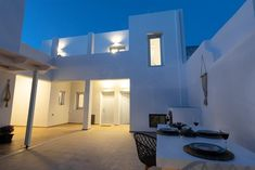 DS Traditional Villas Santorini Island, Καρτεράδος – Ενημερωμένες τιμές για το 2019 Santorini Island, Villa, Ceiling Lights, Traditional, Lighting, Home Decor, Decoration Home, Light Fixtures, Room Decor
