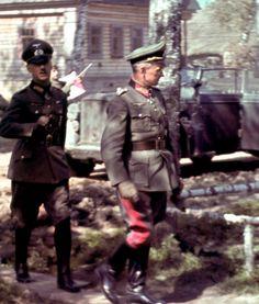 General der Infanterie Hans Zorn and Generaloberst Walther Model. Walter Model, German Uniforms, German Army, Models, Luftwaffe, Military History, Vintage Photographs, Germany, Historia