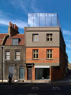 Victorian Building Reinvented and Extended by Threefold Architects Glass Extension, Roof Extension, Victorian Buildings, Old Buildings, Architecture Details, Interior Architecture, Fibreglass Roof, Glass Boxes, House Extensions