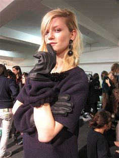 love the idea of a big scrunchy, slouchy  knit cuff on a leather glove
