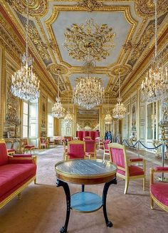 The hôtel de la Marine (also known as the hôtel du Garde-Meuble) is a grand townhouse (hotel particulier) on place de la Concorde in Paris built between 1757 and 1774 on what was then known as palace Louis Classic Decor, Classic Interior, Villa, French Empire, Interior Decorating, Interior Design, Paris Hotels, Kirchen, Rococo