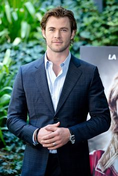 2013 9/14 Chris Hemsworth attending a photocall for 'Rush' at Hotel de Russie in Rome.