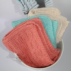 Vi har designet ny gratis strikkeoppskrift på kjøkkenkluter, og vi har som alltid brukt vårt favoritt garn Cotton Lights, Washing Clothes, Christmas Diy, Knitted Hats, Knitting Patterns, Diy And Crafts, Winter Hats, Crochet, Creative