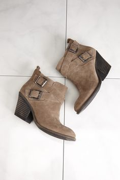 Buckled booties//
