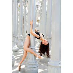 Dance Picture Poses, Dance Photo Shoot, Dance Photoshoot Ideas, Art Ballet, Ballet Dancers, Ballerinas, Ballet Pictures, Dance Pictures, Dance Photography Poses