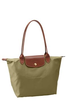 Perfect Travel Bag- Khaki  http://rollinstyle.blogspot.com/