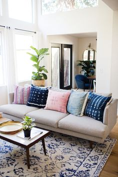 This Colorful Beach Bungalow Is Blowing Our Minds | Home Decor | Living Room | Beautiful Homes | Home Inspiration