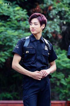BTS Eu ia querer q esse seu polícia me prendesse (aquela carinha)
