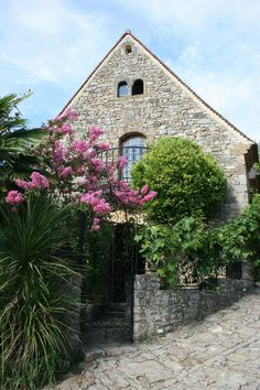 Bright, Rustic Cottage in France A quaint medieval cottage in the picturesque Dordogne Valley offers historical charm and modern comforts