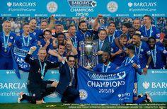 LONDON, AKARPADINEWS.COM | SORAK sorai membahana di dalam dan luar Stadion King Power, Kota Leicester, Inggris. Para pemain bersama ribuan fans Leicester City meluapkan kegembiraan ketika kapten bersama pelatihnya,