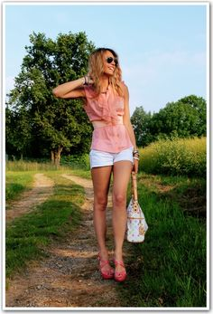 Frilly pink shirt, belt and white shorts.