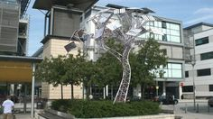 Great project @AtBristol: charge your phone on The Energy Tree with #solar panel 'leaves' http://bbc.in/1IGoNxI