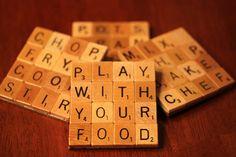 Sous-verres avec tuiles de Scrabble de bois recyclé et le plateau de jeu solide support Set de quatre TOP CHEF