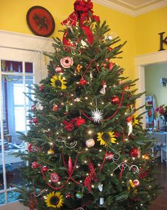 I had a Christmas Tree like this last year only with more red and way more Sunflowers...it was my favorite tree I have done so far.  Dear Daisy Cottage we so think alike! Love!