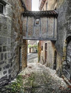 Medieval ruelle in Figeac, France