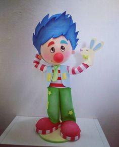 Palhacinho Tomaz Embora seja um pouco tímido...Ele adora divertir o público com seus fantoches. #palhacinho #palhaços #festacirco #festapalhaços #palhaco #fantoche #circo #festainfantil