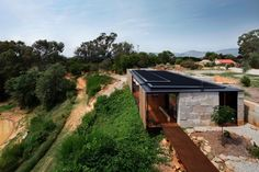 Sawmill House in Australia Incorporates 270 Reclaimed Concrete Blocks