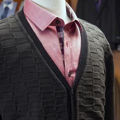 Suéter Emporium, camisa casual Rochas.