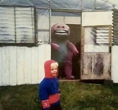 14 Cursed Images To Remind You We Live In A Twisted Dystopia is part of humor - Cheezburger com Crafted from the finest Internets Creepy Images, Creepy Photos, Weird Pictures, Reaction Pictures, Funny Images, Memes Lol, Stupid Funny Memes, Haha Funny, Funny Fails