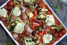 Pølser og grønnsaker i langpanne med squash- og ricottaputer Chorizo, Ricotta, Mozzarella, Vegetable Pizza, Cobb Salad, Salt, Vegetables, Squash, Food