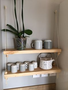 DIY fabriquer une étagère balançoire en bois, corde et perles