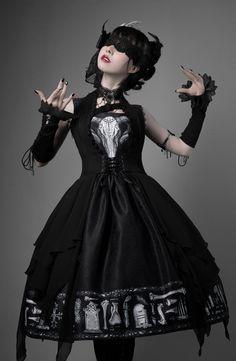 LolitaWardtobe - Bring You the latest Lolita dresses, coats, shoes, bags etc from Trustworthy Taobao indie Brands. We never resell Lolita items from untrustworthy Taobao stores. Gothic Lolita Dress, Gothic Lolita Fashion, Lolita Goth, Poses, Mode Mori, Estilo Dark, Estilo Lolita, Real Costumes, Lolita Cosplay