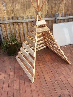 25 Beautiful Outdoor Kids Projects With Recycled Pallets 25 wunderschöne Outdoor-Kinderprojekte mit recycelten Paletten Outdoor Projects, Projects For Kids, Diy For Kids, Diy Garden Ideas For Kids, Garden Kids, Project Ideas, Diy Projects Nursery, Diy Garden Toys, Garden Ideas With Pallets