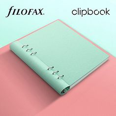 Filofax Clipbook A5 Orchid 2018  Wij zijn opgegroeid met de ouderwetse Filofax en zijn zo blij dat we dit aan ons assortiment toe mogen voegen! Filofax heeft zich inmiddels innovatief ontwikkeld en heeft naast de vertrouwde agenda's nu een prachtige pastel- en fluo lijn clipbooks en notitieboeken op A5 en A4 formaat ontwikkelt. Zooooo leuk om te zien, bij je te hebben en hándig! Je wilt nooit meer wat anders, trust me!  Wil je een Filofax notitieboek kopen? Het geweldige Filofax notitiebo...