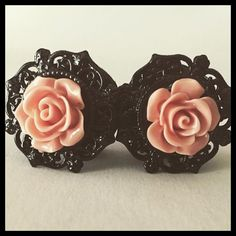 Antique Pinup Black Rose Plugs 1 Pair of Black Acrylic Plugs with silicone O rings will arrive in a cotton filled box. Ear Gauges, Ear Piercings, Tunnels And Plugs, Ear Tunnels, Goth Accessories, Tragus Earrings, Body Jewelry, Jewellery, Gothic Jewelry