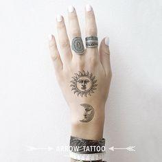 24 Meilleures Images Du Tableau Tattoo Soleil Et Lune Tattoo