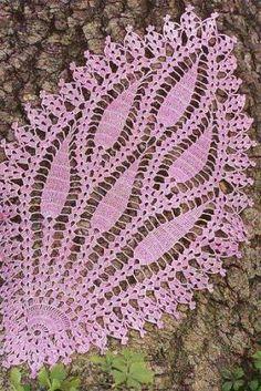 pembe zincir işlemeli dantel örtüsü örneği