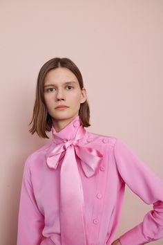 The complete Adam Lippes Fall 2018 Ready-to-Wear fashion show now on Vogue Runwa… Pink Fashion, Runway Fashion, Fashion Trends, Beautiful Blouses, Beautiful Outfits, Rosa Style, Mode Rose, Vogue, Sexy Blouse
