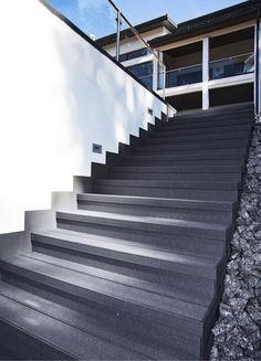 L-muotoisilla UPM ProFi -porraslaudoilla terassiin voi rakentaa portaat ja reunat.