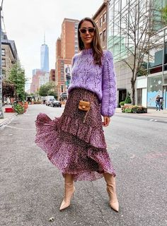 How to shop the best outfits on get sale prices who what wear 20 edgy fall street style 2018 outfits to copy Mode Outfits, Stylish Outfits, Fashion Outfits, Womens Fashion, Runway Fashion, Fashion Trends, Fashion Tips, Look Fashion, Autumn Fashion