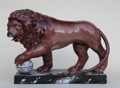 RARE LARGE EARLY 19th CENTURY STAFFORDSHIRE PEARLWARE LION 18th Creamware