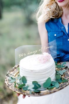 365 days of LOVE! At our wedding we missed our cake - time went so fast! It was remade for our anniversary shoot! Photos: D'amor Photography @damorphoto . See more stealworthy ideas: http://www.confettidaydreams.com/perfect-first-wedding-anniversary-photo-shoot/