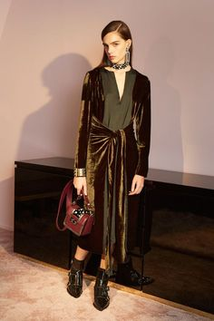 http://www.vogue.com/fashion-shows/pre-fall-2016/lanvin/slideshow/collection