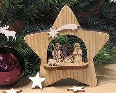 Christmas Nativity, Christmas Tree Ornaments, Christmas Crafts, Christmas Stencils, Tree Shapes, Christmas Settings, Xmas Decorations, Painting On Wood, A Table