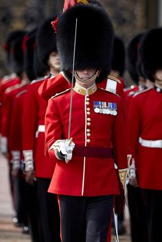 Old Guard March out of Buckingham Palace.<--- FOR SOME ODD REASON, i really want to poke and annoy the stuffings out of all of these guys, just do EVERY SINGLE THING. Probably because you never see the twitch, of flinch, or anything... and because whenever you see them in like movies and TV shows, they just stand there. how does one do that??? ^-^