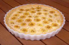 Ingrédient : 1 pâte brisée 6 bananes 3 jaunes d'œufs 10 cl de crème liquide 150g de sucre 50g de farine Préparation : Etaler la pate dans un moule ( à tarte ). piquer la pate à l'aide d'une fourchette. Reduire les 3 bananes en purée . Ajouter la crème, le sucre, les jaunes d'œufsRead More