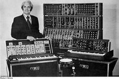 Robert Moog | Robert Moog | Robert Moog el padre del moog modular, lee la última entrada de nuestro blog en homenaje la conmemoración de el 78vo. año de su nacimiento, nuestro blog de noticias de tecnología http://blog.dweb3d.com/noticias-de-tecnologia/