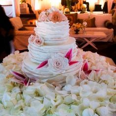 Fondant Ruffle #wedding #cake