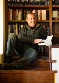 """""""Scripta Volant""""  Beppe Tosco, l'autore di Luciana Littizetto, per un evento unico.  L'esperienza di venti anni di scrittura per la tv, per i comici, per la carta stampata e per se stesso raccontata in qualche ora.  Un happening fatto di aneddoti, svelamento di trucchi, regole ineludibili suggerimenti e consigli per tutti quelli che vogliono provare a scrivere per essere letti o rappresentati e per quelli che già lo fanno."""