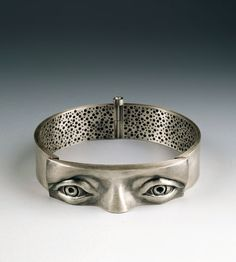 SO YOUNG PARK-KR Observing Obsession sterling silver. made by repousse and chasing techniques. Bijoux Design, Schmuck Design, Jewelry Design, Jewelry Art, Jewelery, Jewelry Bracelets, Jewelry Accessories, Bangles, Bling