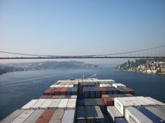 Maersk Kinloss Boğaziçi Köprüsü'ne yaklaşırken kaptan köşkünden görünen boğaz manzarası